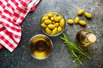 ma zdjęciu jest olej z oliwek